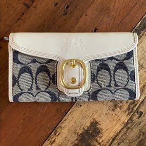 Coach signature wallet. Excellent condition!